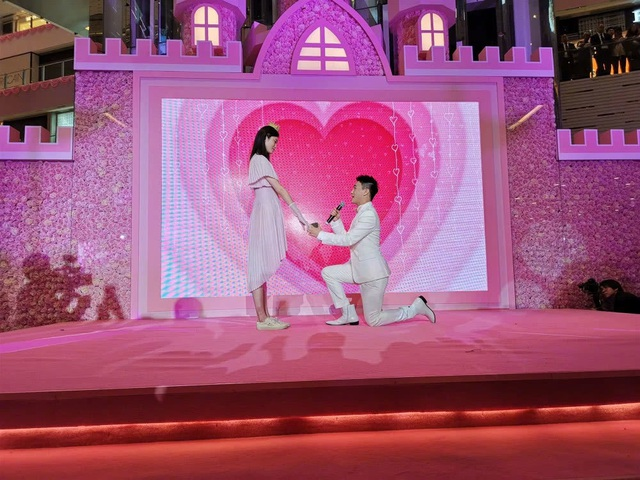 Cộng đồng mạng xứ Trung xôn xao vì màn cầu hôn như phim của người mẫu nội y Hề Mộng Dao - 2
