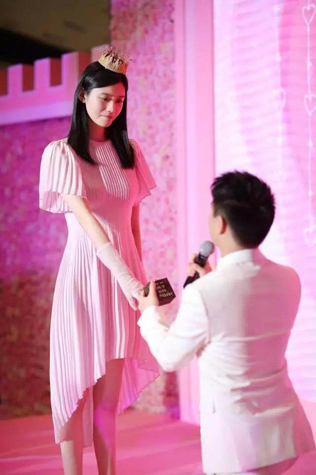 Cộng đồng mạng xứ Trung xôn xao vì màn cầu hôn như phim của người mẫu nội y Hề Mộng Dao - 3