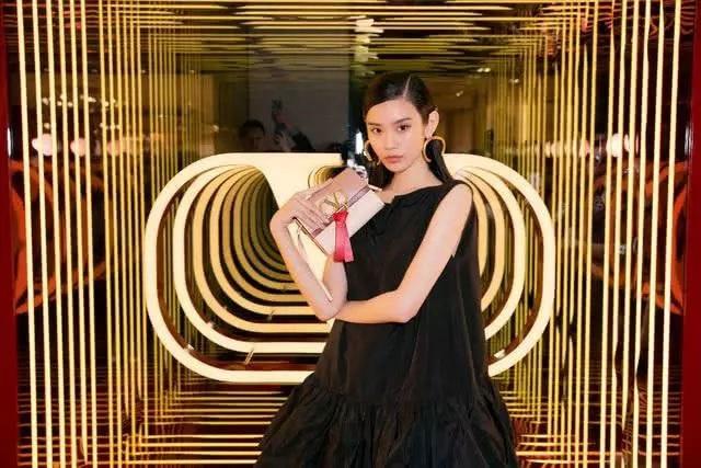Cộng đồng mạng xứ Trung xôn xao vì màn cầu hôn như phim của người mẫu nội y Hề Mộng Dao - 17