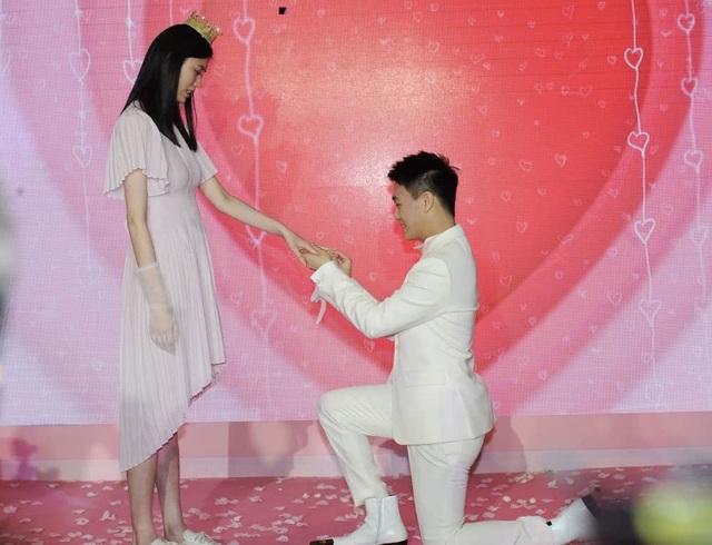 Cộng đồng mạng xứ Trung xôn xao vì màn cầu hôn như phim của người mẫu nội y Hề Mộng Dao - 4