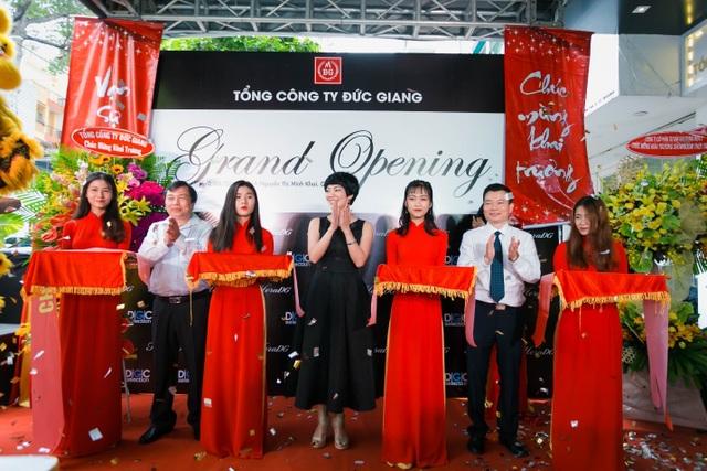 Tổng công ty Đức Giang ra mắt showroom thời trang đầu tiên tại TPHCM - 1