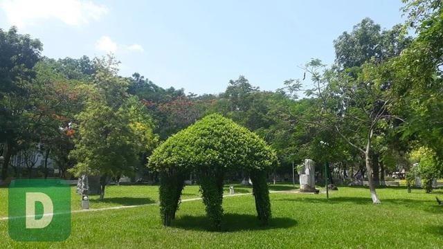 """Huế: Chốt vị trí đặt bức tượng """"Người đàn ông cúi đầu"""" - 2"""
