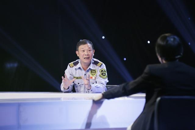 Người bảo vệ nhặt được 6,3kg vàng bỏ quên khiến tiến sĩ Lê Thẩm Dương thán phục - 1