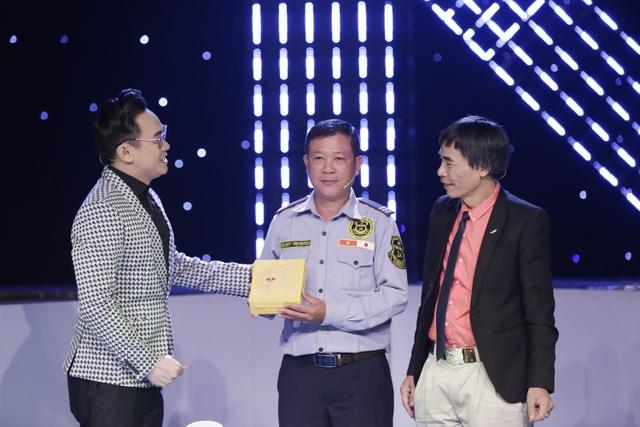 Người bảo vệ nhặt được 6,3kg vàng bỏ quên khiến tiến sĩ Lê Thẩm Dương thán phục - 4
