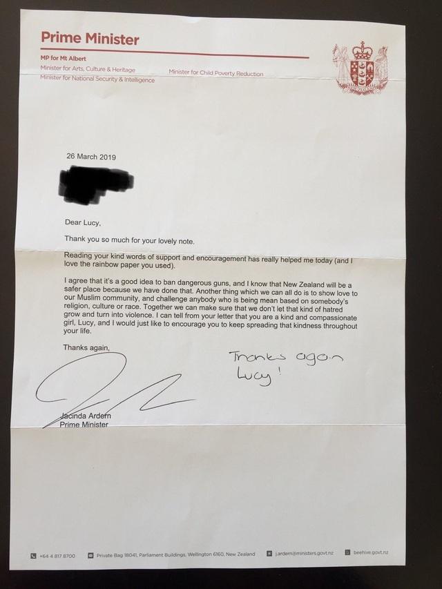 Phản ứng hài hước của Thủ tướng New Zealand khi được bé gái 11 tuổi