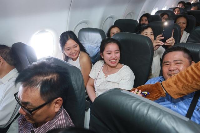 """Đại sứ và Tổng lãnh sự Úc mang """"đặc sản"""" nước mình đến hành khách Jetstar - 5"""