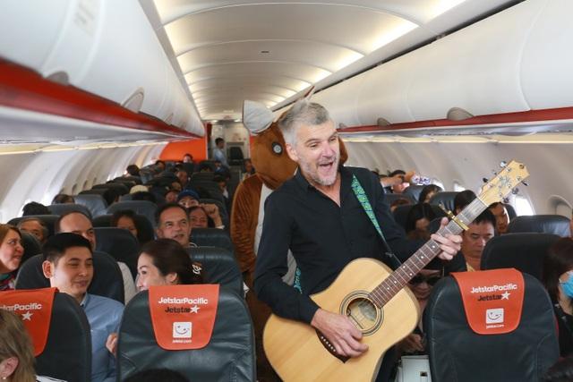 """Đại sứ và Tổng lãnh sự Úc mang """"đặc sản"""" nước mình đến hành khách Jetstar - 8"""