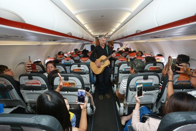 """Đại sứ và Tổng lãnh sự Úc mang """"đặc sản"""" nước mình đến hành khách Jetstar - 9"""