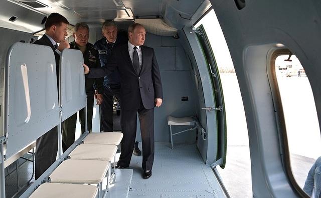 """Tổng thống Putin mục sở thị dàn """"chim sắt"""" uy lực của Nga - 4"""