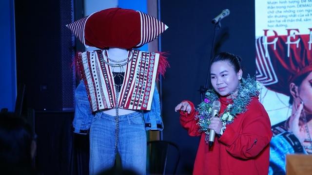 Nữ sinh lớp 11 nhận học bổng 200 triệu đồng nhờ thiết kế thời trang từ hình tượng Bà Mụ - 1