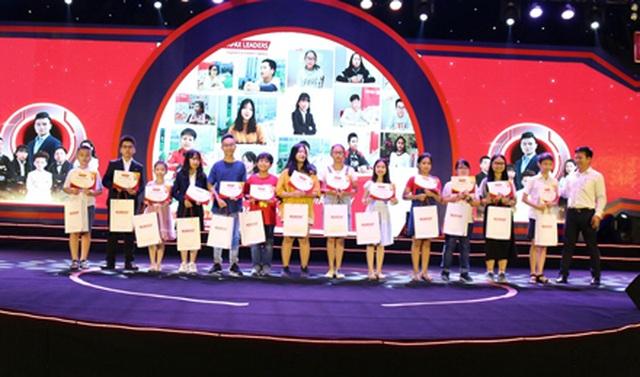 Trao 600 triệu đồng cho Quỹ Khuyến học Việt Nam thắp sáng ước mơ trẻ em tại Lai Châu - 3