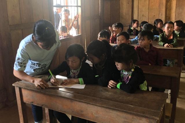 Trao 600 triệu đồng cho Quỹ Khuyến học Việt Nam thắp sáng ước mơ trẻ em tại Lai Châu - 4