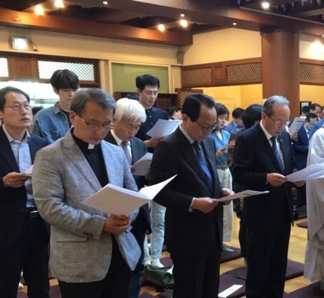 Kim Woo Bin xuất hiện khỏe mạnh tại chùa sau 2 năm điều trị ung thư - 1
