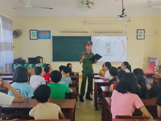 Lớp học kỹ năng sống miễn phí của cô giáo Loan - 2