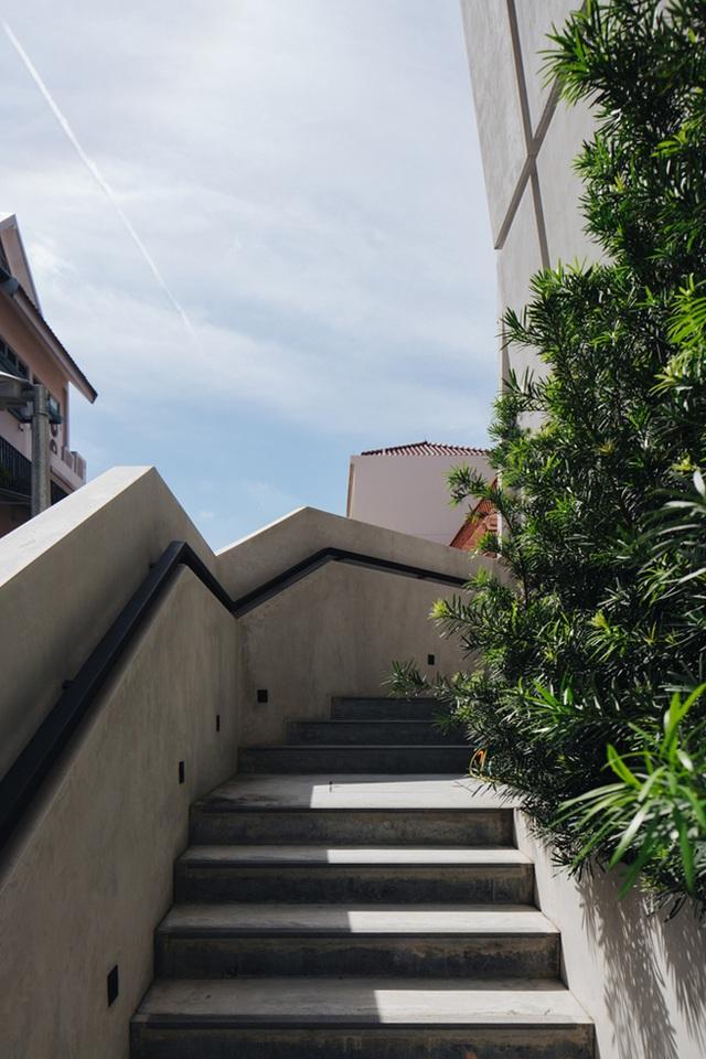 """Mất 7 năm cải tạo mới xong, căn nhà """"ruộng bậc thang"""" lột xác đẹp đến khó tin - 17"""