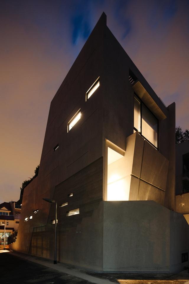 """Mất 7 năm cải tạo mới xong, căn nhà """"ruộng bậc thang"""" lột xác đẹp đến khó tin - 21"""