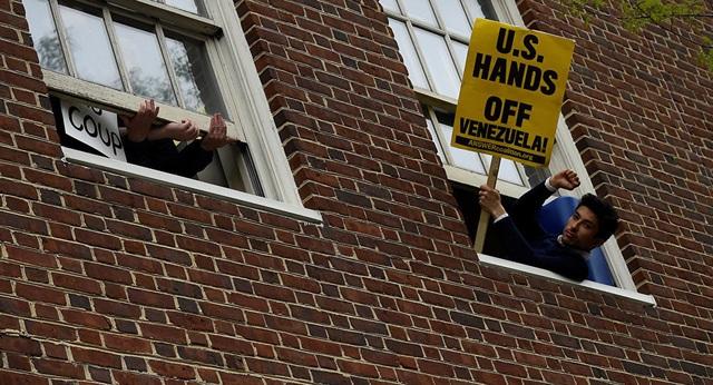 Mỹ đột kích Đại sứ quán Venezuela tại Washington - 2