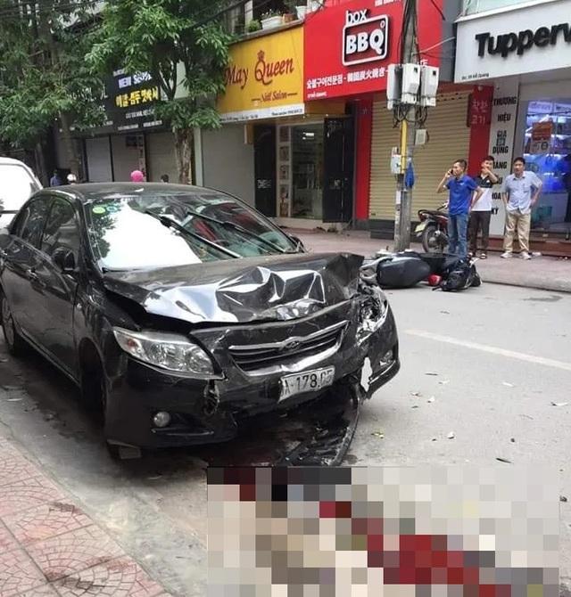 Hà Nội: Ô tô gây tai nạn liên hoàn, 2 mẹ con trọng thương - 1