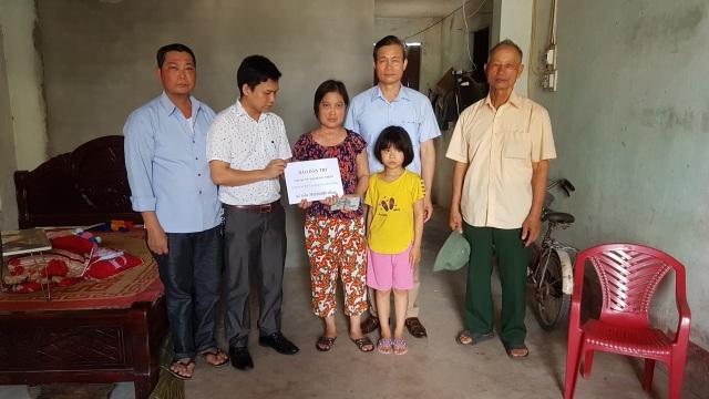 """Bạn đọc Dân trí giúp đỡ chị Thơm mắc """"bệnh hiểm"""" 35 triệu đồng - 2"""