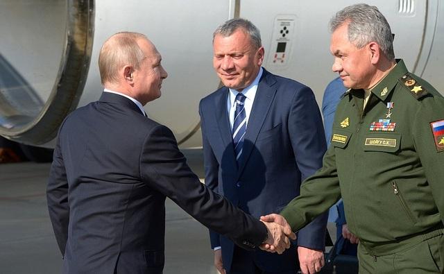 """Tổng thống Putin mục sở thị dàn """"chim sắt"""" uy lực của Nga - 2"""