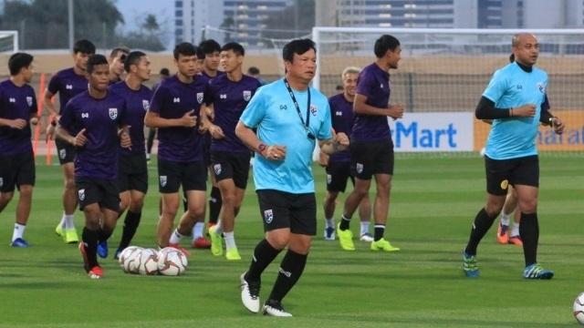 HLV Thái Lan hết lời khen ngợi đội tuyển Việt Nam trước King's Cup - 1
