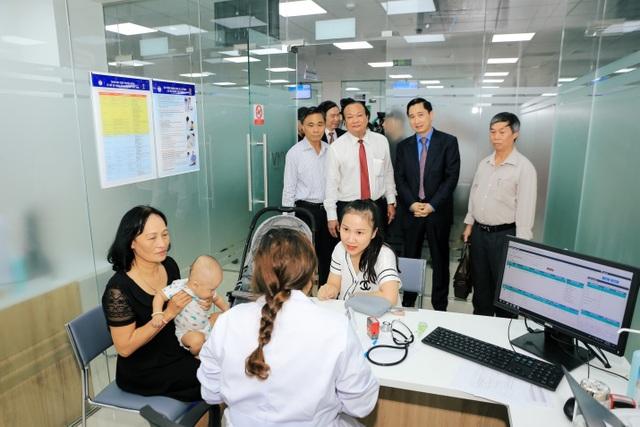 Khai trương Trung tâm tiêm chủng lớn nhất nước, giải nhiệt cơn khát vắc xin dịch vụ - 2