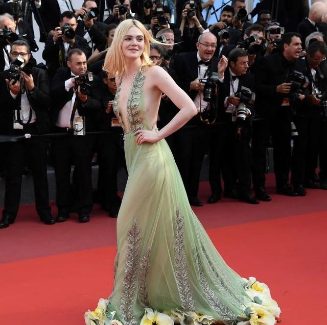 """Tài sắc của """"nàng thơ"""" 21 tuổi được ví như """"nữ thần sắc đẹp"""" ở Cannes - 9"""