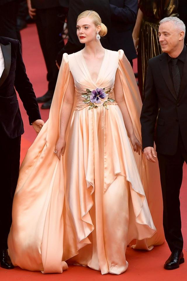 """Tài sắc của """"nàng thơ"""" 21 tuổi được ví như """"nữ thần sắc đẹp"""" ở Cannes - 7"""
