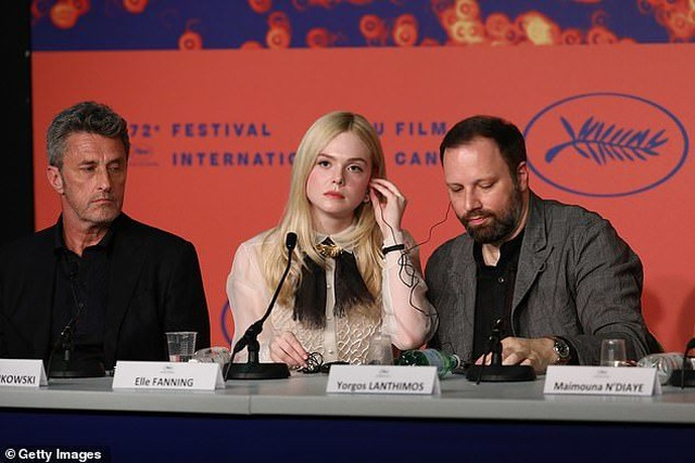 """Tài sắc của """"nàng thơ"""" 21 tuổi được ví như """"nữ thần sắc đẹp"""" ở Cannes - 2"""