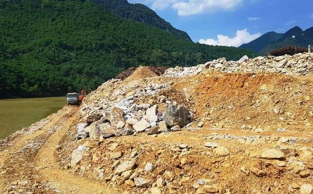 Đơn vị đổ hàng nghìn khối đá lấn sông đã nhiều lần bị xử phạt - 3