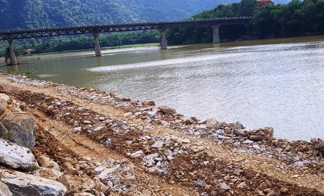 Đơn vị đổ hàng nghìn khối đá lấn sông đã nhiều lần bị xử phạt - 4