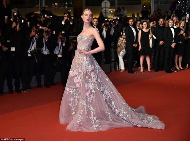 """Tài sắc của """"nàng thơ"""" 21 tuổi được ví như """"nữ thần sắc đẹp"""" ở Cannes - 5"""