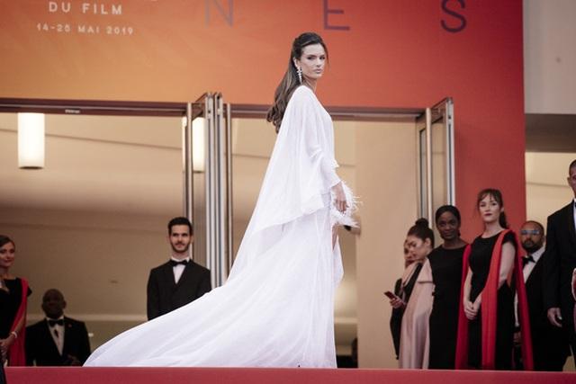 Alessandra Ambrosio trẻ đẹp và quyến rũ trên thảm đỏ Cannes - 8