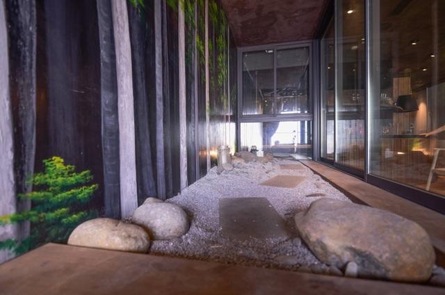 'Căn nhà gỗ giữa rừng Bắc Âu' ở Hà Nội đốn tim khách khó tính - 7