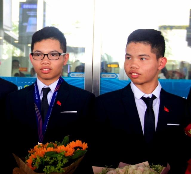Cặp song sinh đến từ trường làng chinh phục thành công Olympic Vật lý Châu Á - 1