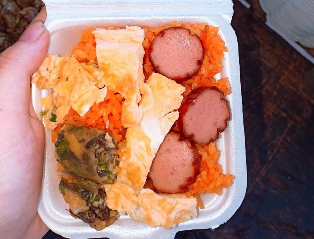 Vợ chồng thầy cô giáo nấu hàng trăm suất ăn sáng miễn phí cho học trò nghèo - 4