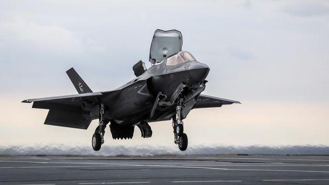 F-35B đâm phải chim khi cất cánh, Mỹ thiệt hại hàng triệu USD - 1