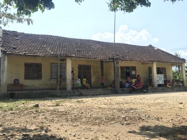 Có trường mới, 60 học sinh vẫn phải học ở nơi... chờ sập - 1