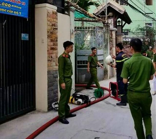 Giải cứu cụ ông 80 tuổi bị liệt ra khỏi ngôi nhà đang bốc cháy - 2