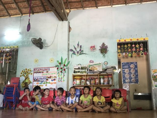 Có trường mới, 60 học sinh vẫn phải học ở nơi... chờ sập - 2