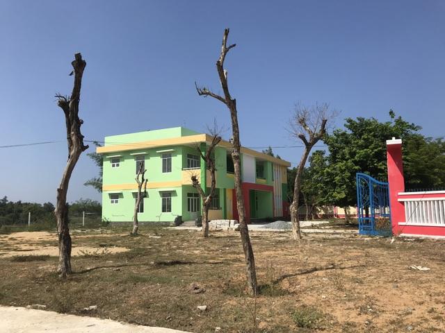 Có trường mới, 60 học sinh vẫn phải học ở nơi... chờ sập - 4