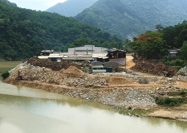 Đơn vị đổ hàng nghìn khối đá lấn sông đã nhiều lần bị xử phạt - 2