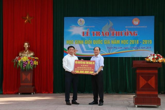 Hội Khuyến học tỉnh Nghệ An khen thưởng 140 giáo viên, học sinh trường Phan - 1