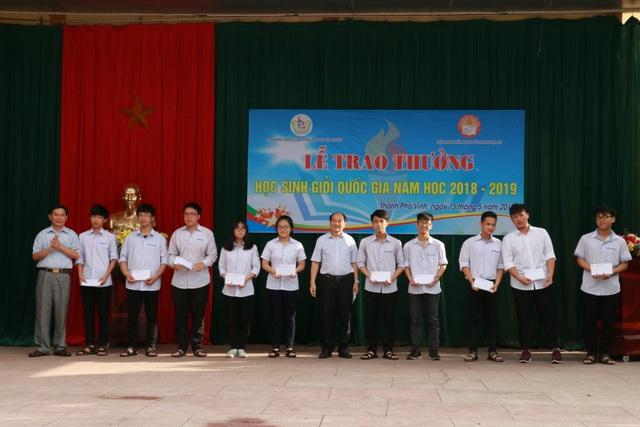 Hội Khuyến học tỉnh Nghệ An khen thưởng 140 giáo viên, học sinh trường Phan - 2