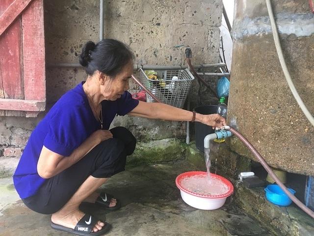 Hãi hùng sinh vật nghi là đỉa ngoe nguẩy trong nước máy tại Quảng Bình - 2