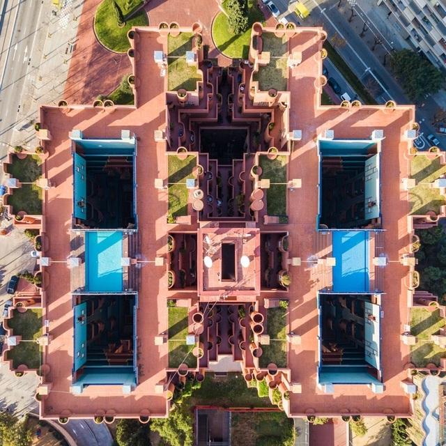 Vẻ đẹp lạ của kiến trúc Địa Trung Hải khi nhìn từ trên cao! - 1