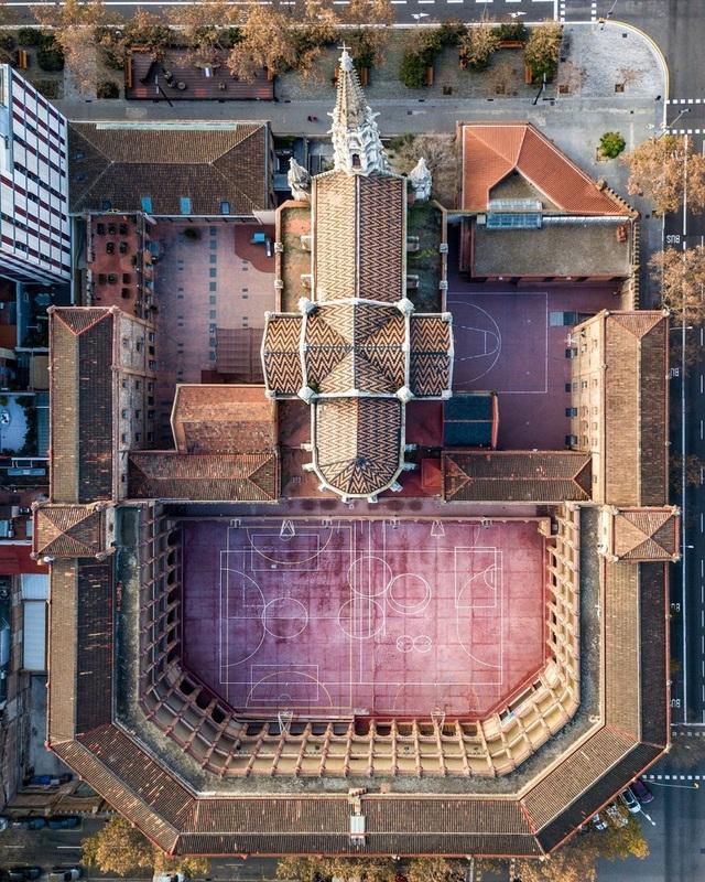 Vẻ đẹp lạ của kiến trúc Địa Trung Hải khi nhìn từ trên cao! - 6