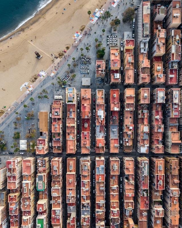 Vẻ đẹp lạ của kiến trúc Địa Trung Hải khi nhìn từ trên cao! - 7