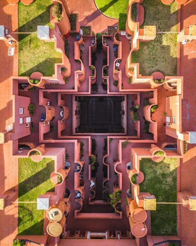 Vẻ đẹp lạ của kiến trúc Địa Trung Hải khi nhìn từ trên cao! - 2