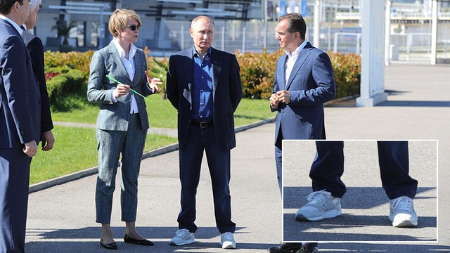 Đôi giày thời thượng gây chú ý của Tổng thống Putin - 1